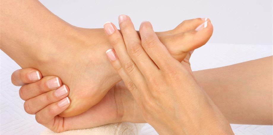 Yellowing toenails